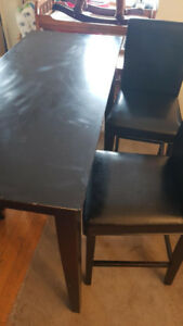 HIGH BLACK TABLE WITH 2 CHAIRS