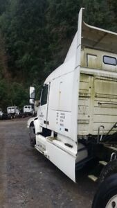 1999  Volvo PARTS TRUCK ONLY