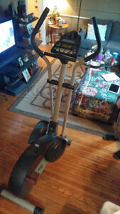 FREE SPIRIT 900 LIMITED EDITION CARDIO CROSS TRAINER
