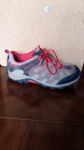 """Boys MERRELL """"hiking"""" shoes. Size 2"""