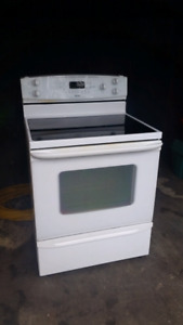 Kenmore stove in mint shape