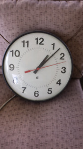 Commercial clock