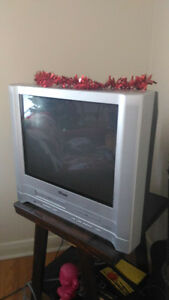 VhS and DVD combo tv