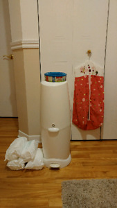 Diaper genie and keeper plus 2 refills and 4 pcks wipes