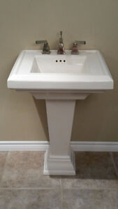 American Standard Town Square Pedestal Sink with Faucet