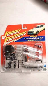 JOHNNY LIGHTNING CAMARO CUSTOMIZING KIT WHITE CONVERTIBLE DIECAS