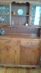 solid maple dining set,table/chairs and hutch