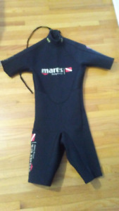 Short wetsuit size 0. Age 12 to 14 years