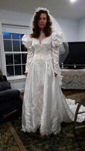 NEW - Stunning Vintage 80's Wedding Dress