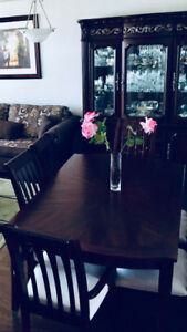 Like New Oak Dining Table and 6 Chairs