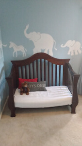 Convertible crib/toddler bed for sale