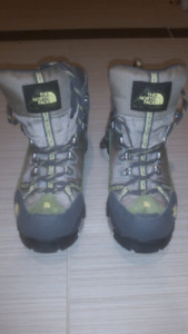 Brand new North Face ladies size 7 hiking boots
