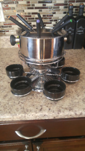 Rotating fondue set with 6 skewers