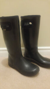 Women's size 9 Tacoma bogs in black