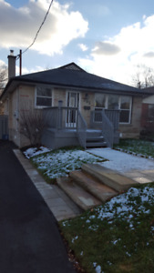 3 BED, RAVINE LOT, FULLY RENOVATED MAIN FLOOR BUNGALOW