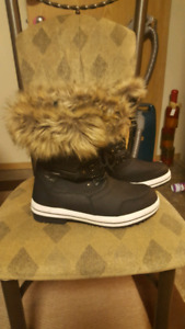Additionelle womans winter boots size 11
