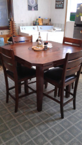 Kitchen/bar table  for sale with 4 chairs