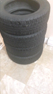 $120     4 winter tires 195/60/15 , Studded
