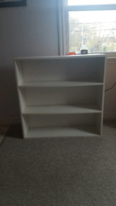 Sturdy bookcase / shelf