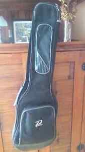 Guitare électrique ibanez gio pour jeune très peu servi  West Island Greater Montréal image 5