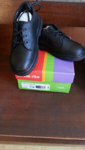 Boys Stride Rite James Black Leather shoes s.11W - NEW