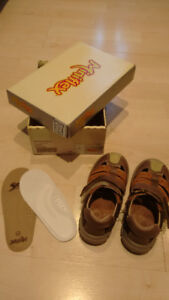 Very clean toddler shoes size 23 for $10