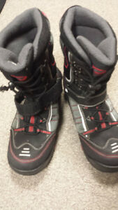 LADIES SNOWMOBILE BOOTS SIZE 10