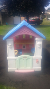 Kids outdoor play house/dollhouse