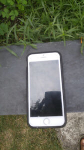 Selling iPhone 8 64 gb! perfect condition! 4 months old!