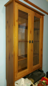 Beautiful showcase cabinet **Can deliver**