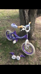 Girls's Bike with training wheels