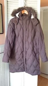 WIND RIVER DOWN FILLED COAT SIZE LARGE