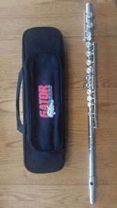 Yamaha Flute with brand new case $250 obo!!