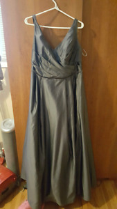 Gray dress for weddings size 18