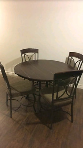 Brand new Table and 4 chairs