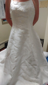 beautiful halter wedding gown only worn for pics. offers welcome