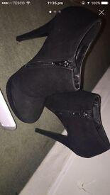 Black boot heels size 3