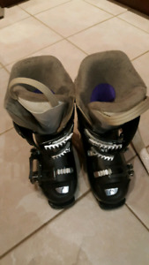 Girls / Womens Ski boots size 230/235 or size 6/6.5