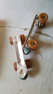 Roller skate plate and wheels