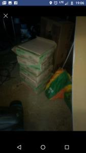 7 boites de 11 tuiles en céramique de la marque trafic master.