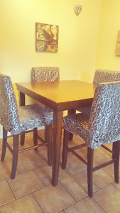 Lovely Bar Style Table & 4 Chairs.