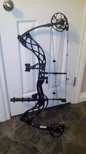 Bowtech Carbon Icon 70# RH with Arrows, Sights, Quiver, Rest