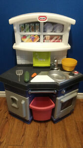 Little Tikes chef kitchen $50 (Includes Delivery)