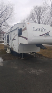 2005 Laredo 5th wheel