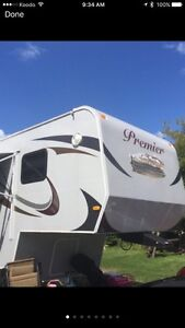 2015 PREMIER FIFTH WHEEL TWO BEDROOM 42ft must sell asap