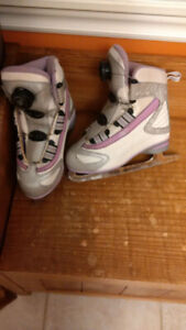 Girls skates, size 2 - Fast and easy to put on