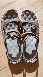 Women's Columbia sandals - size 9/40