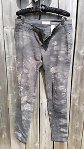 Grey stretchy jean / pants
