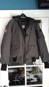 LIKE NEW !!!  WOMAN'S  CANADA GOOSE BOMBER $450