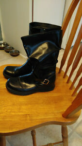 Women or girls boot. size 5